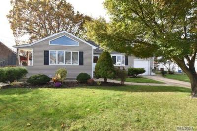 Photo of 298 E 3rd St, Deer Park, NY 11729