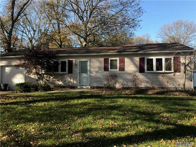 25 Denis Ln, Middle Island, NY 11953
