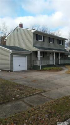 Photo of 2 Parnell Ln, Pt Jefferson Sta, NY 11776