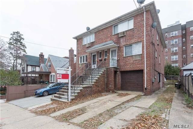 67-22 Burns St, Forest Hills, NY 11375