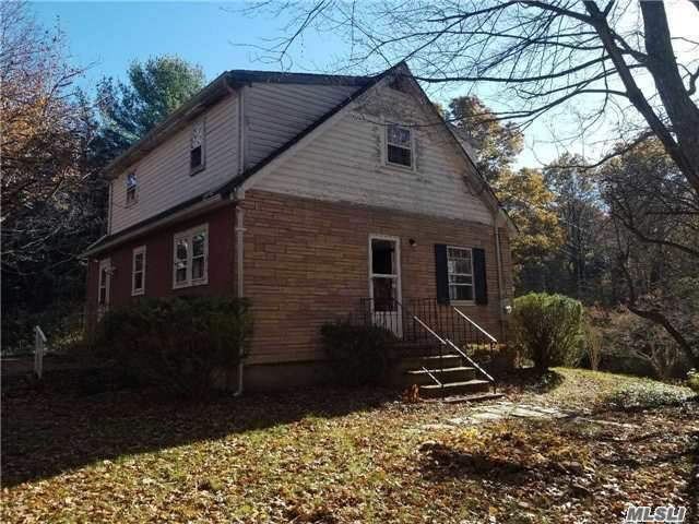 99 Middleville Rd, Northport, NY 11768