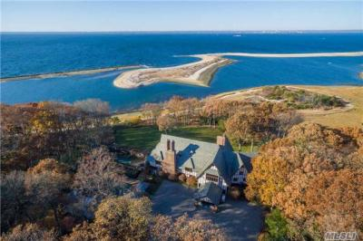 Photo of 19 Burrma Rd, Lloyd Neck, NY 11743