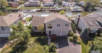 Photo of 278 Bayview Ave, Massapequa, NY 11758