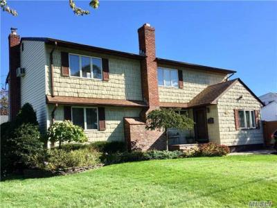 Photo of 41 Pace Dr, N Babylon, NY 11703