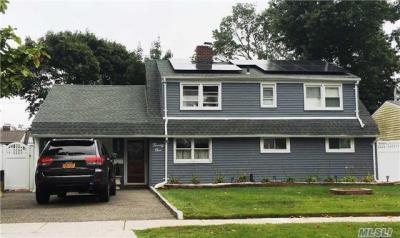 Photo of 21 Long Ln, Levittown, NY 11756