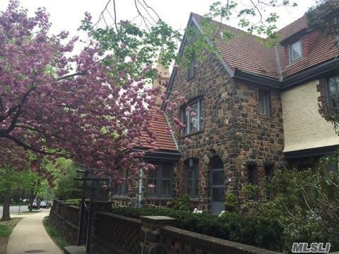 62 Greenway Ter, Forest Hills, NY 11375