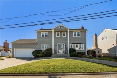 Photo of 284 Bayview Ave, Massapequa, NY 11758