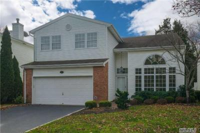 Photo of 96 Fairway View Dr, Commack, NY 11725