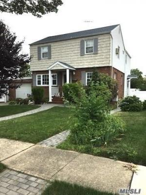 Photo of 2225 2nd St, East Meadow, NY 11554