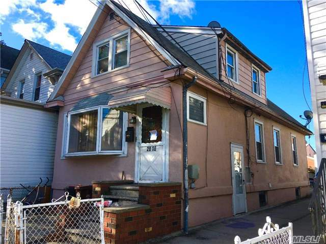 20-10 126 St, College Point, NY 11356