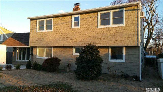 19 Low Ln, Levittown, NY 11756