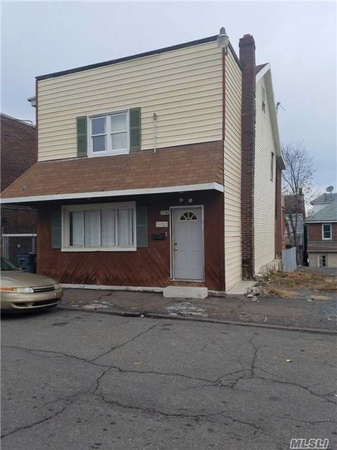 239 E Chestnut St, Out Of Area Town, PA 18201