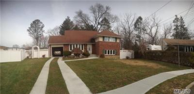 Photo of 28 Fairlawn Dr, Deer Park, NY 11729