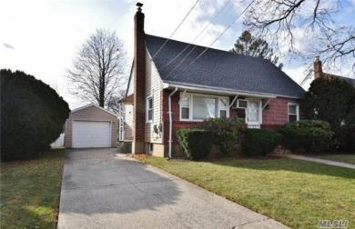 2102 7th St, East Meadow, NY 11554