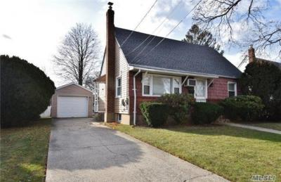 Photo of 2102 7th St, East Meadow, NY 11554