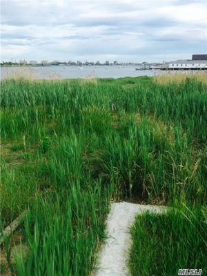 Photo of 110 E 9th Rd, Broad Channel, NY 11693
