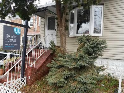 Photo of 66-59 75th St, Middle Village, NY 11379