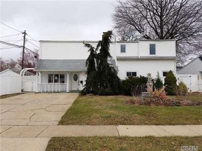 Photo of 45 Universe Dr, Levittown, NY 11756