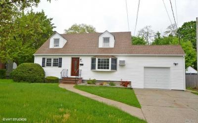 Photo of 1788 Park Ave, East Meadow, NY 11554