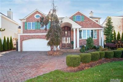 Photo of 3084 Clubhouse Rd, Merrick, NY 11566