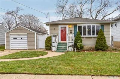 Photo of 664 Evelyn Ave, East Meadow, NY 11554