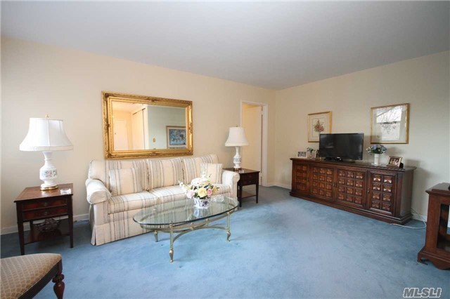 52-30 65th Pl #4e, Maspeth, NY 11378