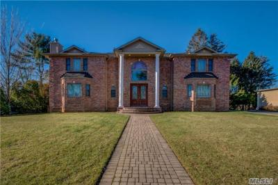 Photo of 48 Willow Gate, Roslyn Heights, NY 11577