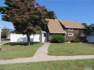 Photo of 37 Coachman Ln, Levittown, NY 11756