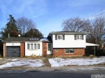 Photo of 295 W 24th St, Deer Park, NY 11729