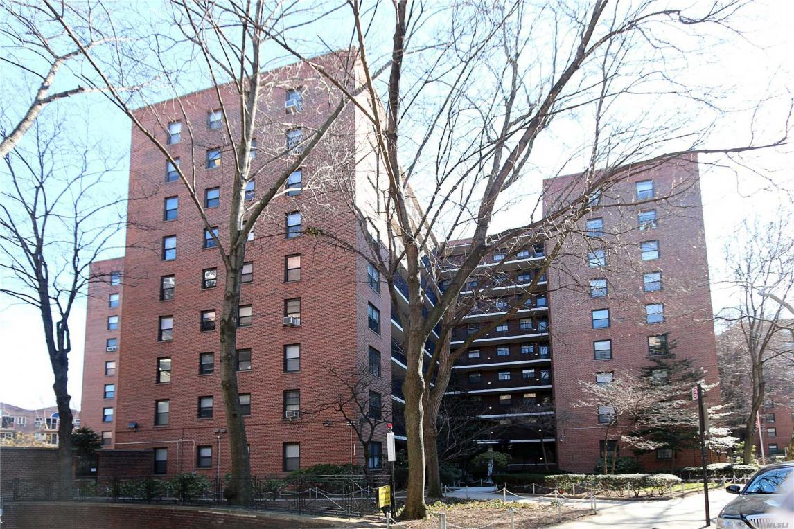 35-31 85th St #5n, Jackson Heights, NY 11372