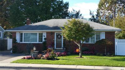 Photo of 880 East Meadow Ave, East Meadow, NY 11554