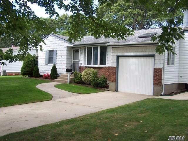 59 Tracy Ln, East Islip, NY 11730