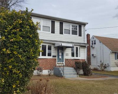 Photo of 2395 7th St, East Meadow, NY 11554