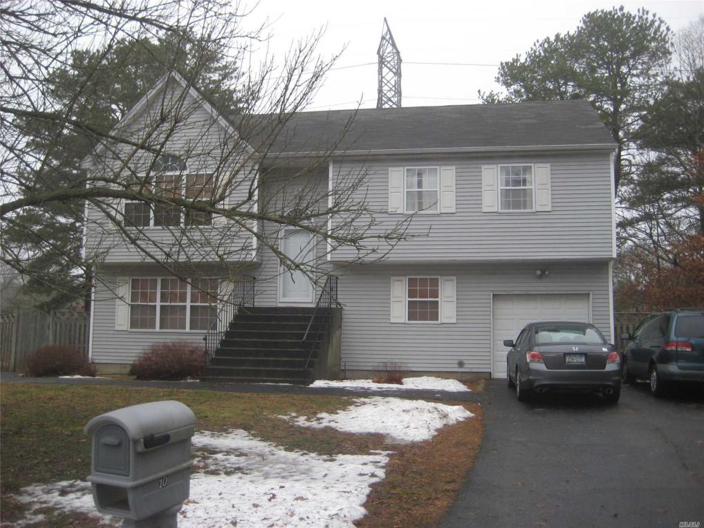 10 Colleen Ct, Centereach, NY 11720