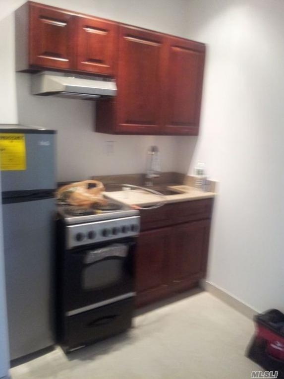 501 1/2 E 83rd St #3e, Out Of Area Town, NY 10028