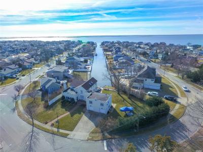Photo of 60 S Bay Dr, Massapequa, NY 11758