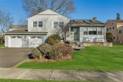 Photo of 599 Wagstaff Dr, East Meadow, NY 11554