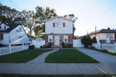 Photo of 2466 8th St, East Meadow, NY 11554