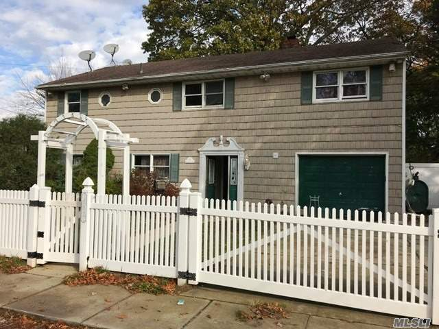 102 N Emerson Ave, Copiague, NY 11726