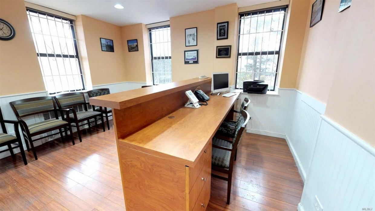 100-25 Queens Blvd, Forest Hills, NY 11375