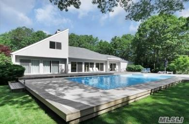 15 Fox Hollow Dr, E Quogue, NY 11942