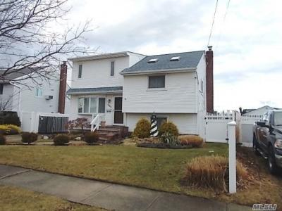 Photo of 405 East Dr, Copiague, NY 11726