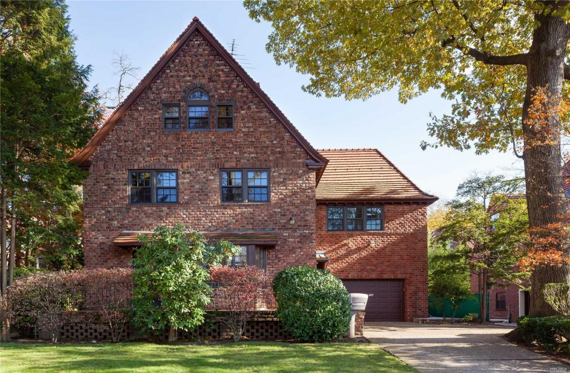 140 71st Ave, Forest Hills, NY 11375