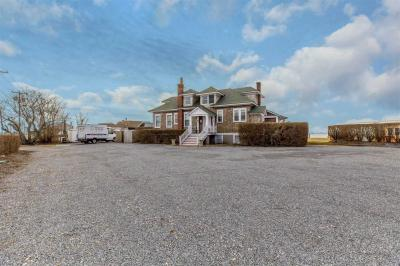 Photo of 32 Lighthouse Rd, Hampton Bays, NY 11946