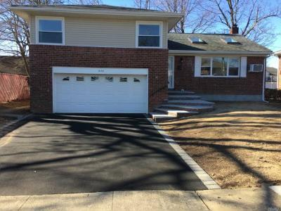 Photo of 838 Bethlynn Ct, East Meadow, NY 11554