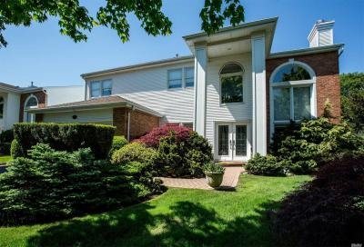 Photo of 146 Country Club Dr, Commack, NY 11725