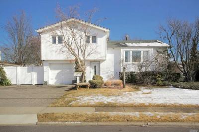 Photo of 283 W 15th St, Deer Park, NY 11729