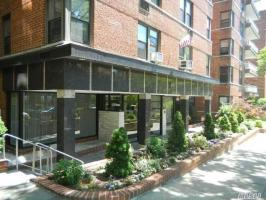 67-41 Burns St #107, Forest Hills, NY 11375