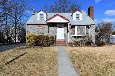 Photo of 2483 1st Ave, East Meadow, NY 11554
