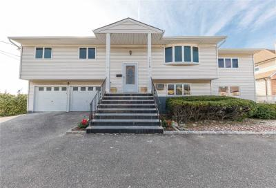 Photo of 3520 Anchor Pl, Oceanside, NY 11572